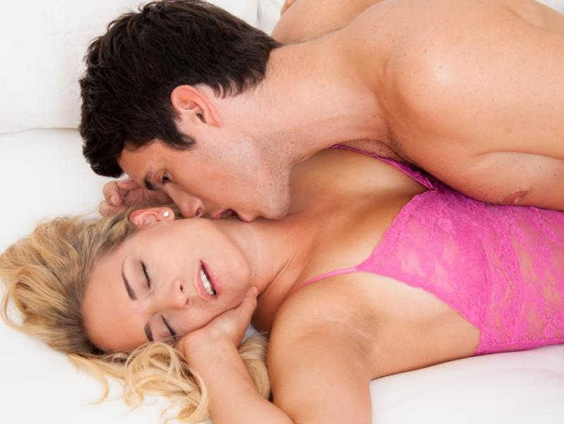 Расслабленное состояние после оргазма помогает лучше заснуть и погрузиться