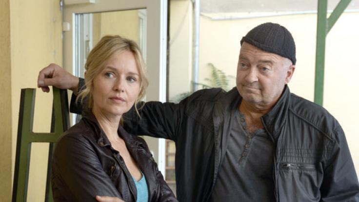 Otto Garber (Florian Martens) ermittelt mit seiner Kollegin Linett Wachow (Stefanie Stappenbeck) - eine Szene der ZDF-Krimireihe