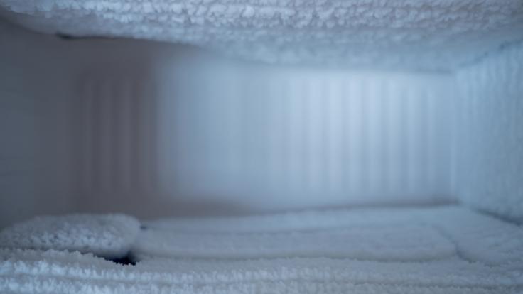Nach einem Stromausfall wurde in einem Tiefkühlschrank die Leiche einer vermissten Frau entdeckt (Symbolbild).