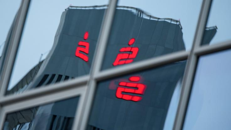 Die Wettbewerber Frankfurter Volksbank und Taunus Sparkasse wollen ihre Kunden noch in diesem Jahr in gemeinsamen Filialen bedienen. (Foto)