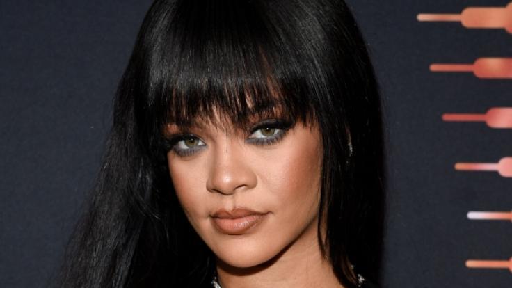 In Dessous aus halbtransparenter, schwarzer Spitze haute Rihanna ihre Fans um. (Foto)