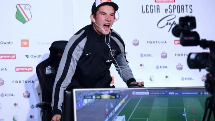 """Bei der Spielereihe """"Fifa"""" messen sich die Kontrahenten nur virtuell – gejubelt werden darf trotzdem. (Foto)"""