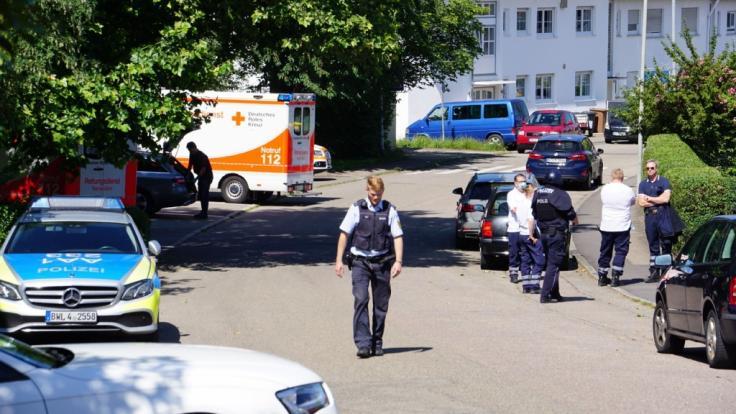 In Allmersbach im Tal (Rems-Murr-Kreis) sind eine 41-jährige Frau und deren neunjährige Tochter ermordet aufgefunden worden.