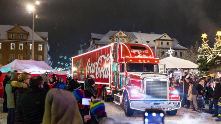 Die Coca-Cola-Weihnachtstrucks touren auch 2018 wieder durch deutsche Städte. (Foto)