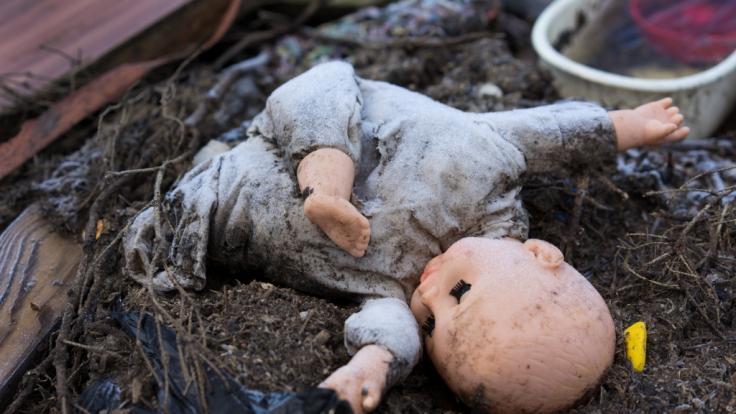 Schrecklicher Mordfall: Ein Vater hat seine Kinder (2, 5) erwürgt. (Symbolbild) (Foto)