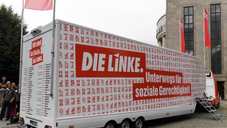 """Die Linke geht mit dem Slogan """"Sozial. Gerecht. Frieden. Für alle."""" in den Wahlkampf zur Bundestagswahl 2017. (Foto)"""