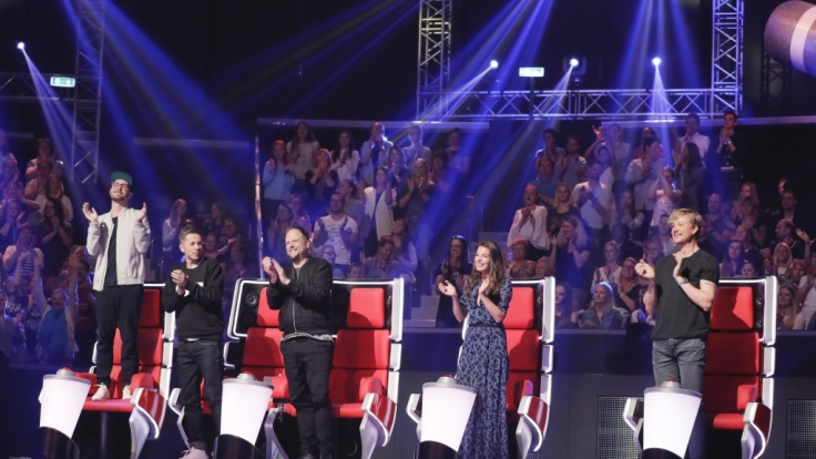 "Die ""The Voice of Germany""-Jury: Mark Forster (l.), Michi Beck (2.v.l.), Yvonne Catterfeld (2.v.r.), Smudo (M.) und Samu Haber (r.). (Foto)"