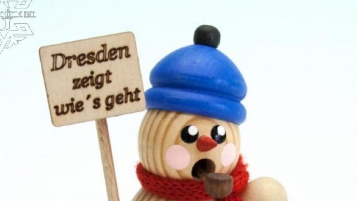 Pegida-Demonstrant in Schneemänner-Optik. (Foto)