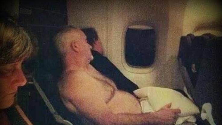 Dieser Fluggast mag es obenrum offenbar etwas luftiger. (Foto)