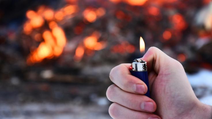 Nach dem Flammentod eines Großelternpaares und eines neunmonatigen Babys muss sich ein 23-jähriger Brandstifter aus New Jersey vor Gericht verantworten (Symbolbild). (Foto)