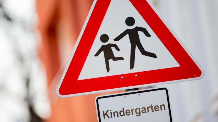 Ein kleiner Junge, der aus einem Kindergarten in Oberfranken ausgerissen ist, wurde ertrunken in einem Wasserbecken gefunden (Symbolbild). (Foto)