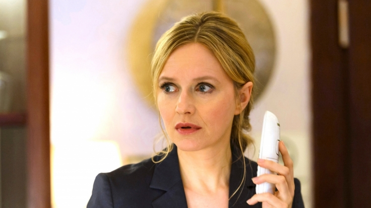 Martina (Stefanie Stappenbeck) erhält seltsame Anrufe. (Foto)