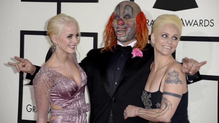 Slipknot-Sänger Shwan Crahan, seine Tochter Gabrielle und seine Frau Chantel bei den Grammy Awards im Jahre 2014. (Foto)