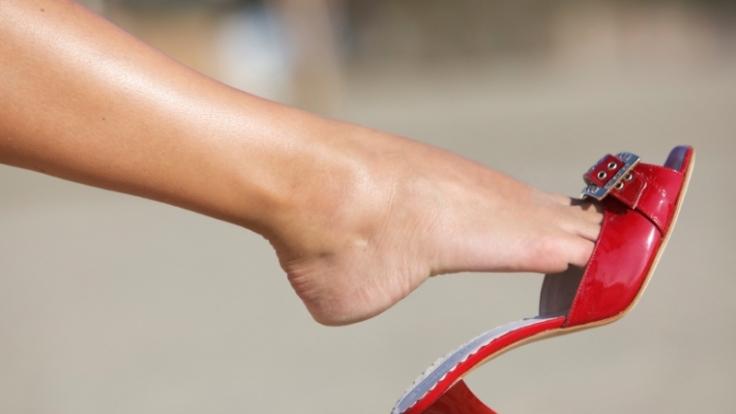 Wer hohe Absätze trägt, hat besseren Sex. Das Laufen auf hochhackigen Schuhen trainiert die Beckenbodenmuskulatur  und das steigert das Lustempfinden. (Foto)