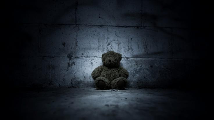 Ein Mann hat seine Stiefkinder über Jahre sexuell und sadistisch missbraucht. (Symbolbild)