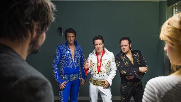 War Elvis der Mörder? DNA-Spuren sprechen gegen den Imitator (Bela B.). Doch Einstein erfährt, dass dessen Frisör die Haare des Elvis-Darstellers seit Jahren versteigerte. (Foto)