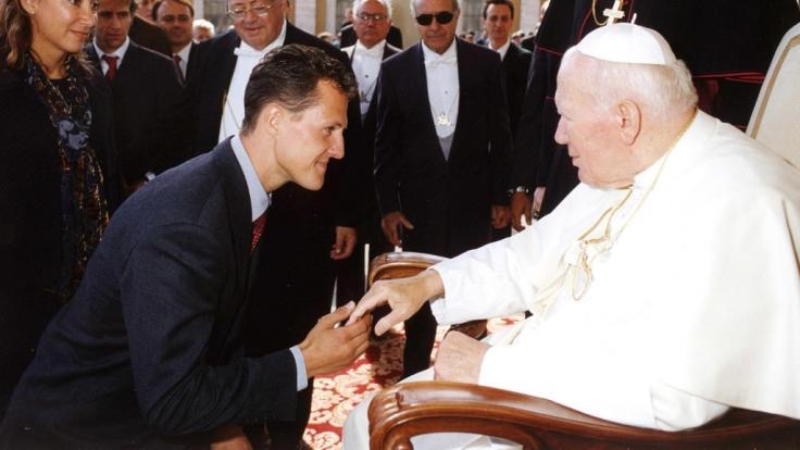 Michael Schumacher im Jahre 1999 bei Papst Johannes Paul II. (Foto)