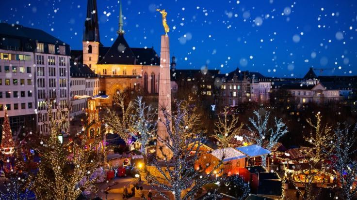 In Luxemburg wurde ein Mädchen (2) auf dem Weihnachtsmarkt von einer Eisskulptur erschlagen.