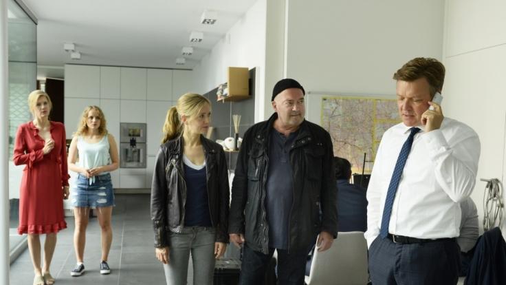 """Ex-GZSZ-Darstellerin Luise von Finckh (2.v.l) hat einen Gast-Auftritt bei """"Ein starkes Team"""". (Foto)"""