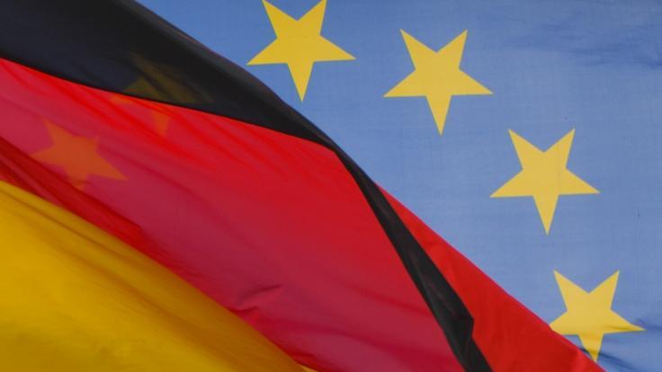 Laut einer aktuellen Umfrage haben die Bürger wenig Vertrauen gegenüber Europapolitikern. (Foto)
