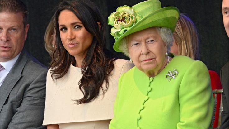Wenn Queen Elizabeth II. wüsste, dass sie als Teufelsanbeterin auf Geschirr verewigt wurde, würde sie vermutlich nicht so huldvoll dreinschauen... (Foto)