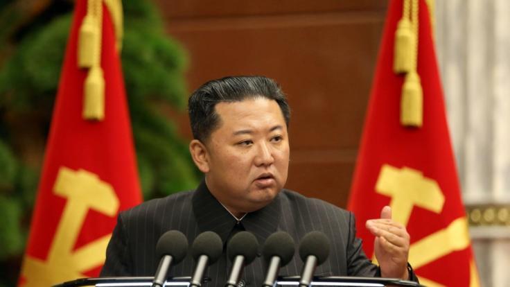 Kim Jong-un hat Raketen in Richtung Japan abgefeuert. (Foto)