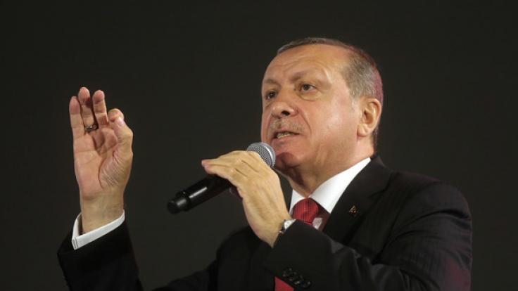 Eine türkische Zeitung, die der Regierung von Staatspräsident Recep Tayyip Erdogan nahesteht, hat bizarre Eroberungsphantasien veröffentlicht.