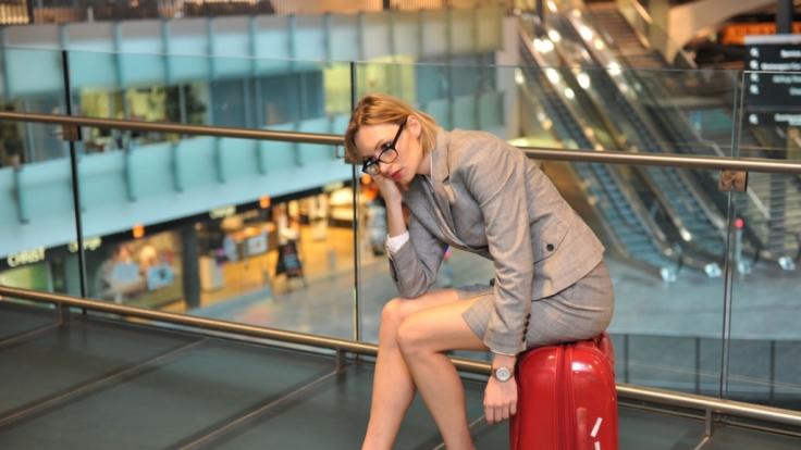 Nach einer stressigen Geschäftsreise stehen für die meisten Frauen zu Hause schon die nächsten Aufgaben an.