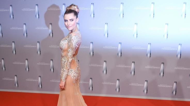 Sophia Thomalla sorgte mit diesem Spitzenkleid für reichlich Aufsehen beim Deutschen Fernsehpreis. (Foto)