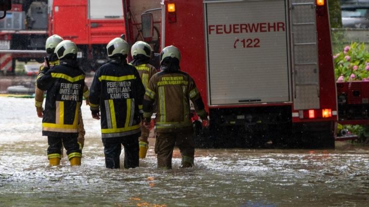 Heftige Unwetter bescherten der Feuerwehr in Berlin, Brandenburg, Sachsen und Bayern Einsätze am laufenden Band. (Foto)
