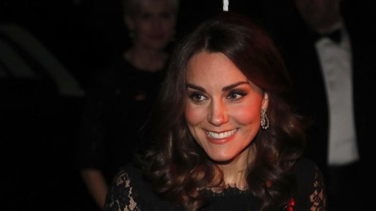 Kate Middleton hat gut lachen: Queen Elizabeth II. hat die Ehefrau von Prinz William mit einer ganz besonderen Geste gewürdigt. (Foto)