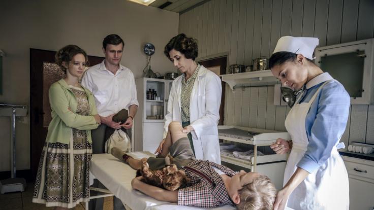 """Das Foto zeigt eine Szene der dritten Staffel der ARD-Serie """"Charite"""". (Foto)"""
