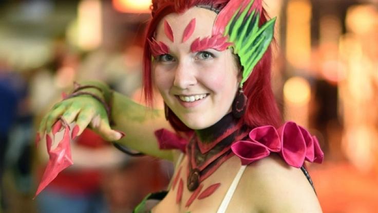 Viele Besucher setzen sich mit aufwendig selbstgestalteten Kostümen in Szene.