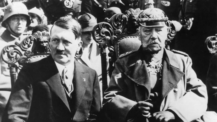 Verschwörungstheoretiker glauben nicht, dass sich Hitler 1945 erschossen hat. (Foto)
