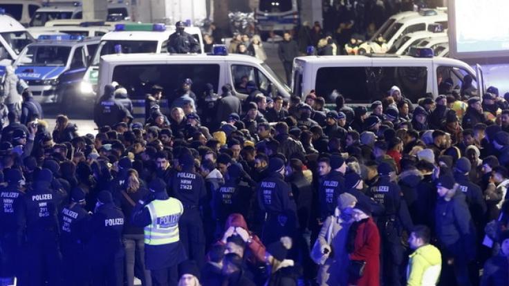 Männer mit nordafrikanischer Abstammung wurden von der Polizei kontrolliert.