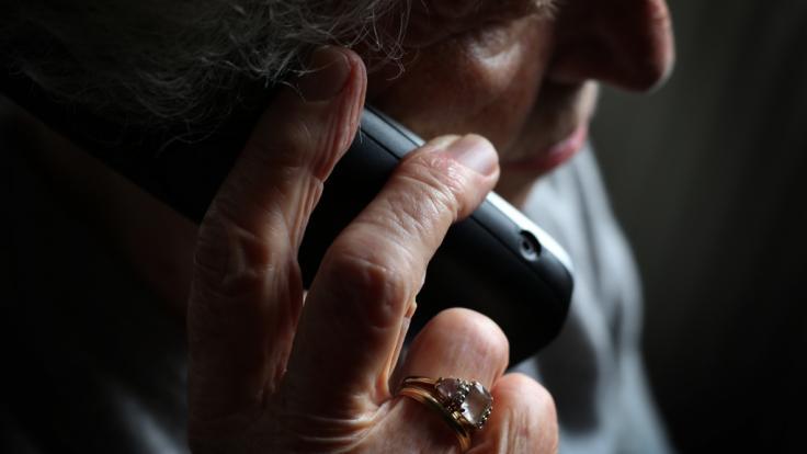Mit Enkeltrick und Co. zocken Betrüger derzeit Menschen ab. (Symbolfoto) (Foto)