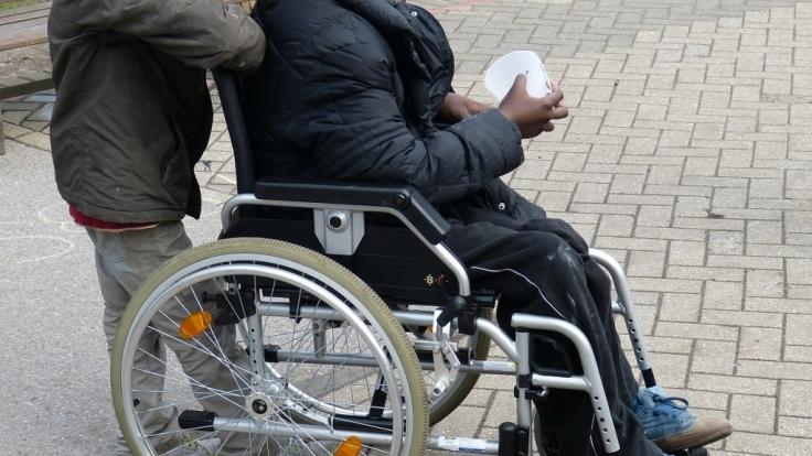 Schwerbehinderte sollen dem Gesetz nach bei Bewerbungen bevorzugt behandelt werden - doch unter Umständen können schwerbehinderte Bewerber auch eine Entschädigung verlangen, wenn sie eine Einladung zum Vorstellungsgespräch erhalten haben.