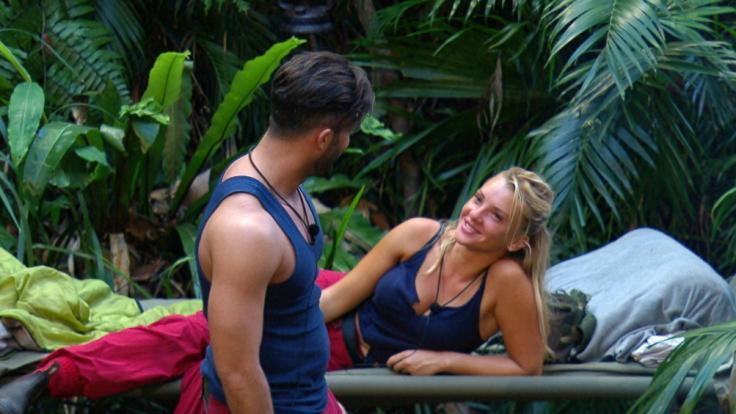 Evelyn Burdecki und Domenico de Cicco werfen sich auch nach ihrer Trennung noch verliebte Blicke zu. (Foto)
