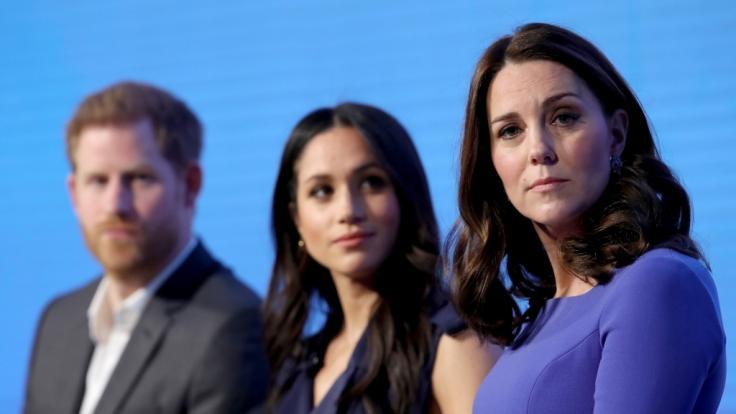 Warum so bedrückt? Prinz Harry, Meghan Markle und Kate Middleton haben wenig Anlass, über ihr Vermögen die Stirn zu runzeln.