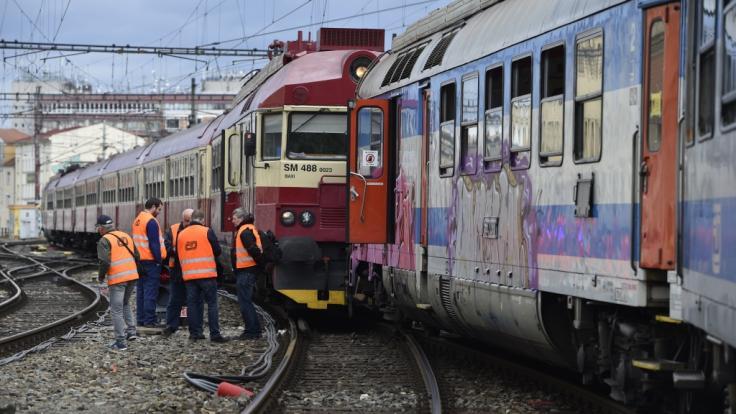 Zwei Züge sind am Hauptbahnhof in Brno (Tschechien) kollidiert. 21 Menschen wurden nach letzten Informationen leicht verletzt. (Foto)