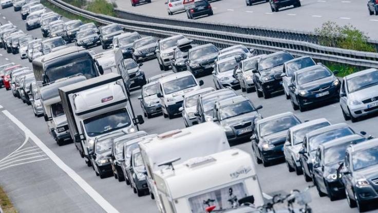 Es wird erwartet, dass sich die Fernstraßen bereits vom Mittwochmittag an füllen werden. Der Reformationstag und Allerheiligen verlängern in vielen Bundesländern das Wochenende. (Foto)