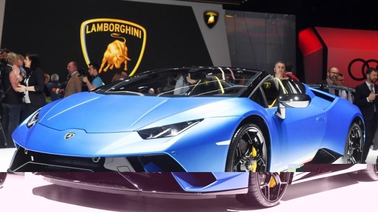 Ein Lamborghini wie diesen versenkte das Playboy-Model im Pool.