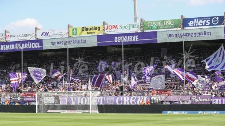 Banner und Schals zeigen dem VfL Osnabrück, dass ihre Fans hinter ihm stehen. (Symbolbild) (Foto)