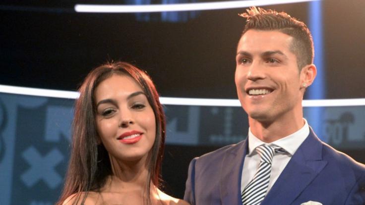 Cristiano Ronaldo mit seiner VerlobtenGeorgina Rodriguez. (Foto)