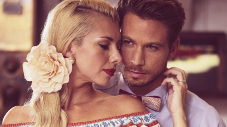 Janika und Sebastian beim Fotoshooting im 50s-Style.