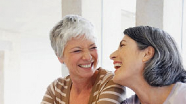Unbeschwert durch die Lebensmitte: Mit einer individuell abgestimmten Therapie lassen sich Wechseljahresbeschwerden effektiv lindern.