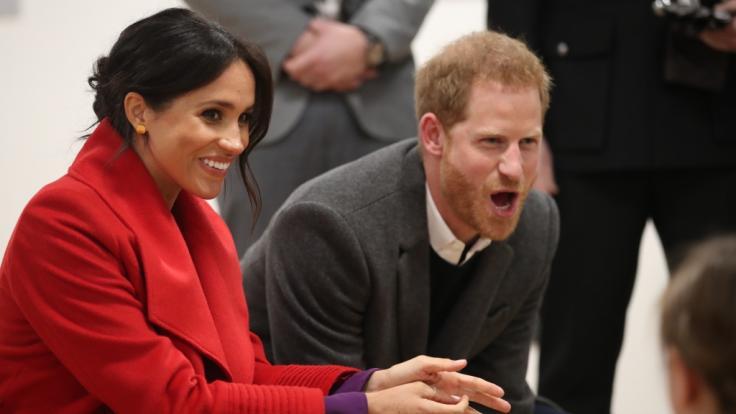 Meghan Markle und Prinz Harry haben offenbar eine Nanny für ihren Sohn engagiert.