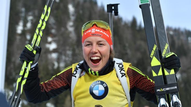 Laura Dahlmeier ist in Annecy bestens in das Wintersport-Wochenende gestartet.