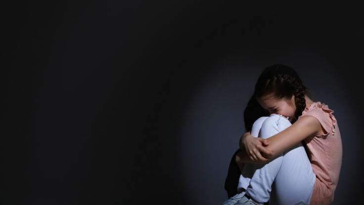 Mutter macht pornografisches Material ihrer Tochter und wird verurteilt. (Foto)