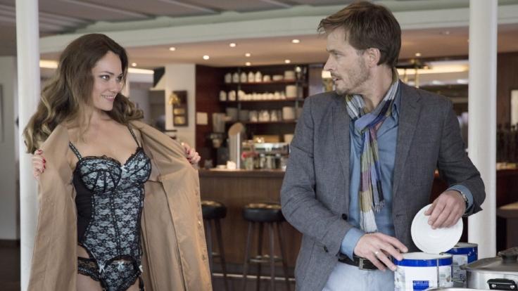 Zwischen Alma (Sarah Maria Besgen) und Ben (Andreas Pietschmann) geht's heiß her. (Foto)